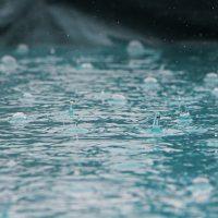 La banca, obligada a aprender a bailar bajo la lluvia