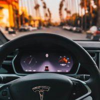 Por qué será más difícil ganar dinero en la industria del coche autónomo y compartido