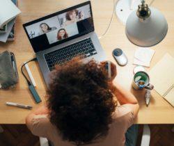 Por qué los 5 primeros minutos de una reunión pueden determinar su resultado